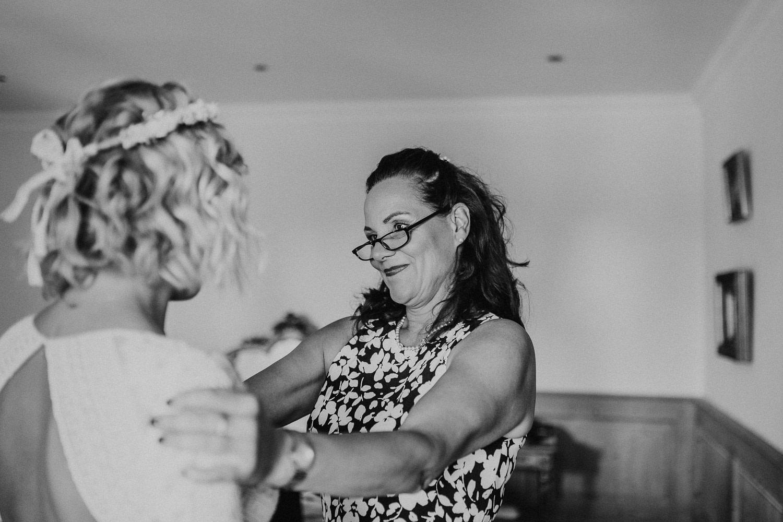 bride, getting ready, wedding gown, gown, brautkleid, vintage gown, wedding dress, bridal gown, lace, spitze, brides mother, mother