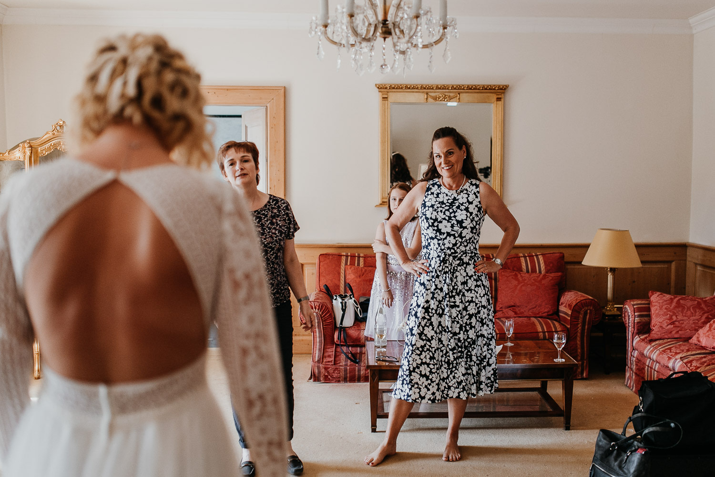 getting ready, first look, vintage wedding