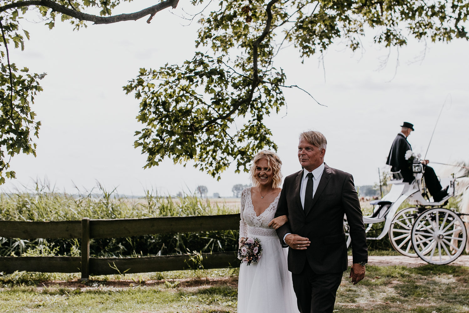 father and daughter, vater und tochter, walking down the aisle, vintage wedding