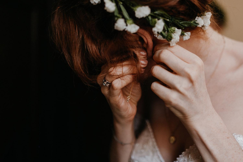 getting ready, gettin ready, ohrringe, ear rings, wedding berlin, kulturschloss roskow, boho bride, boho braut
