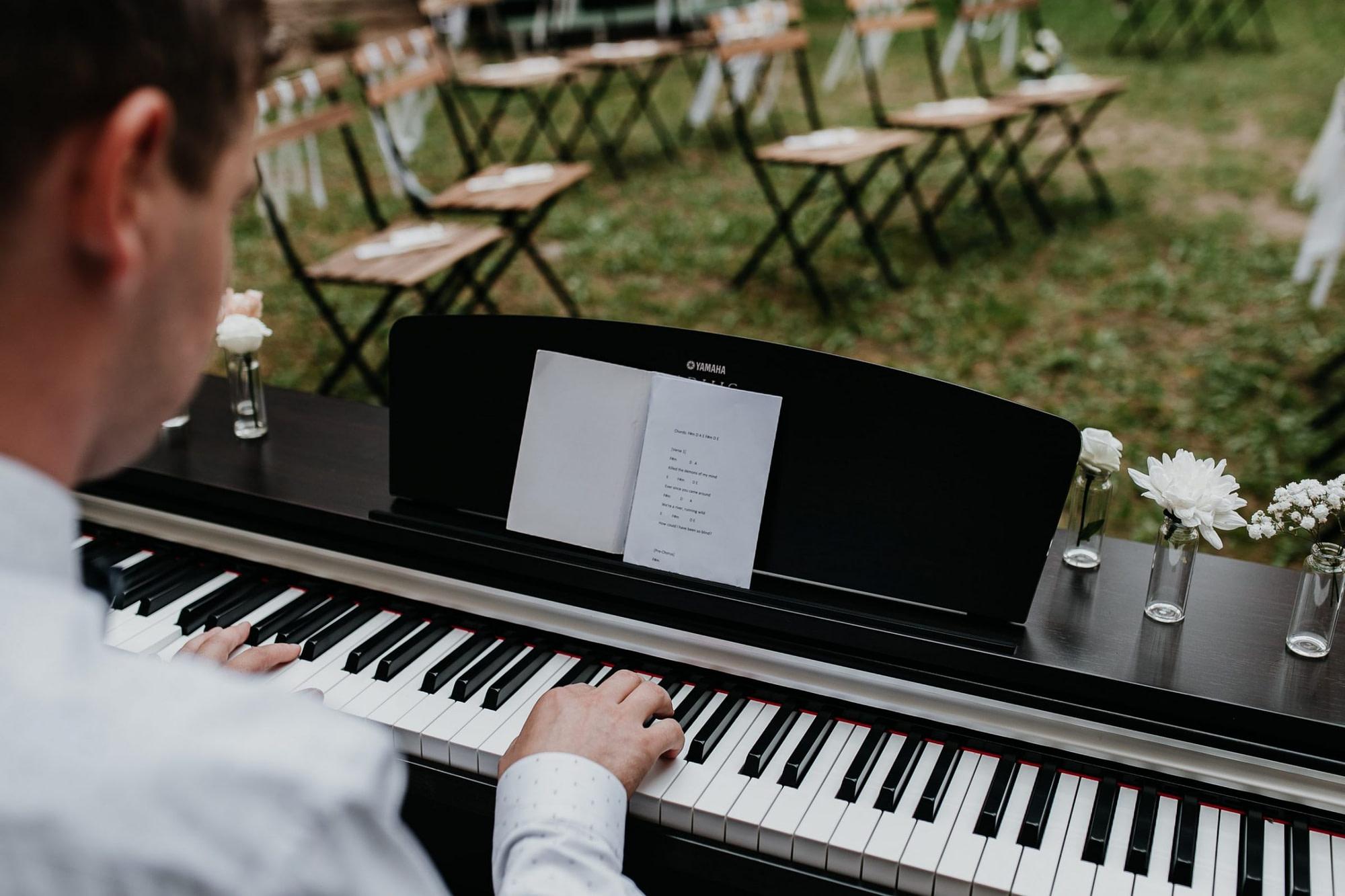 pianist, piano player, wedding piano, wedding music