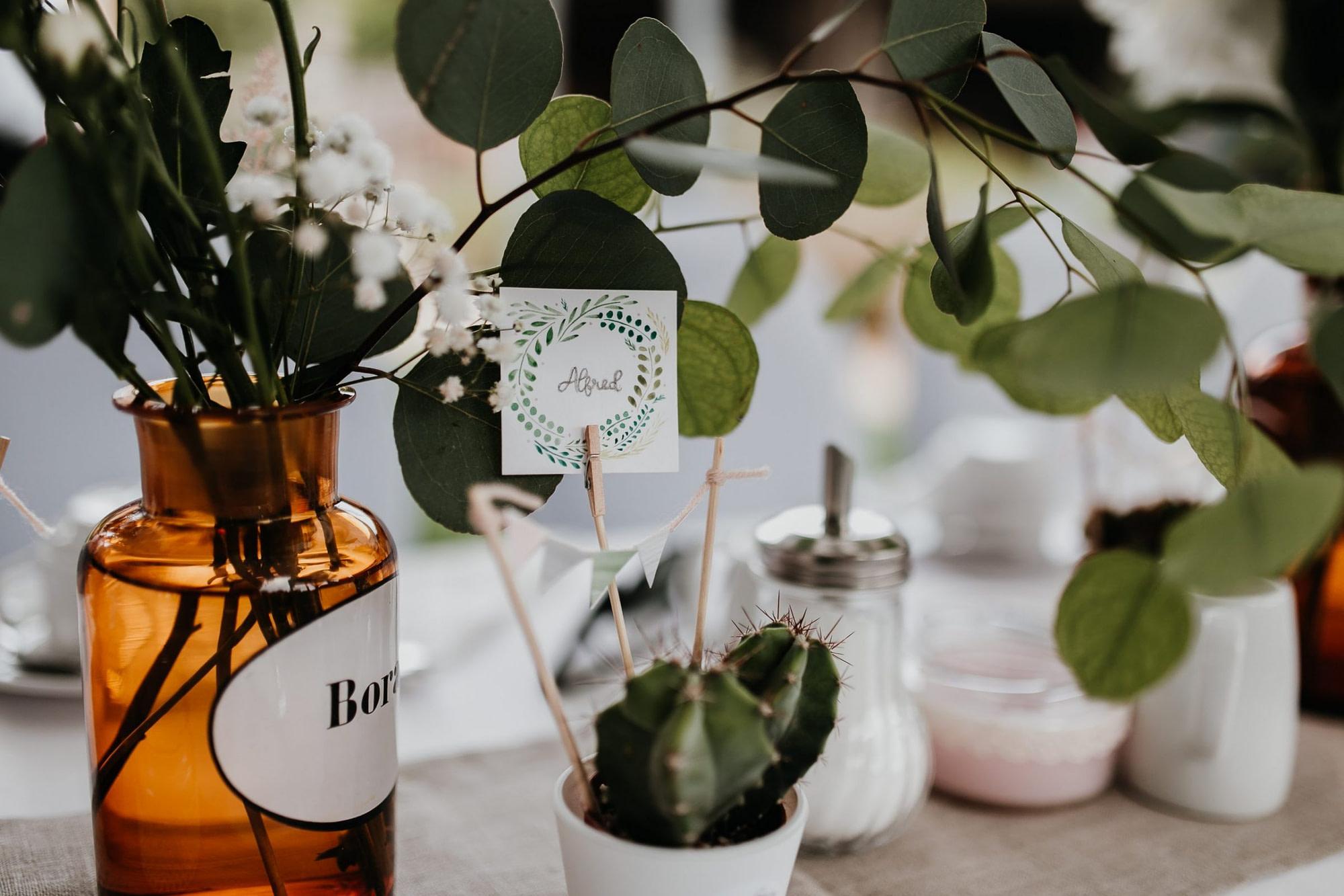 wedding guests, laughter, laughing, table decor, garden wedding, garden tent, hochzeitsgäste, zelt, table decor, table decoration