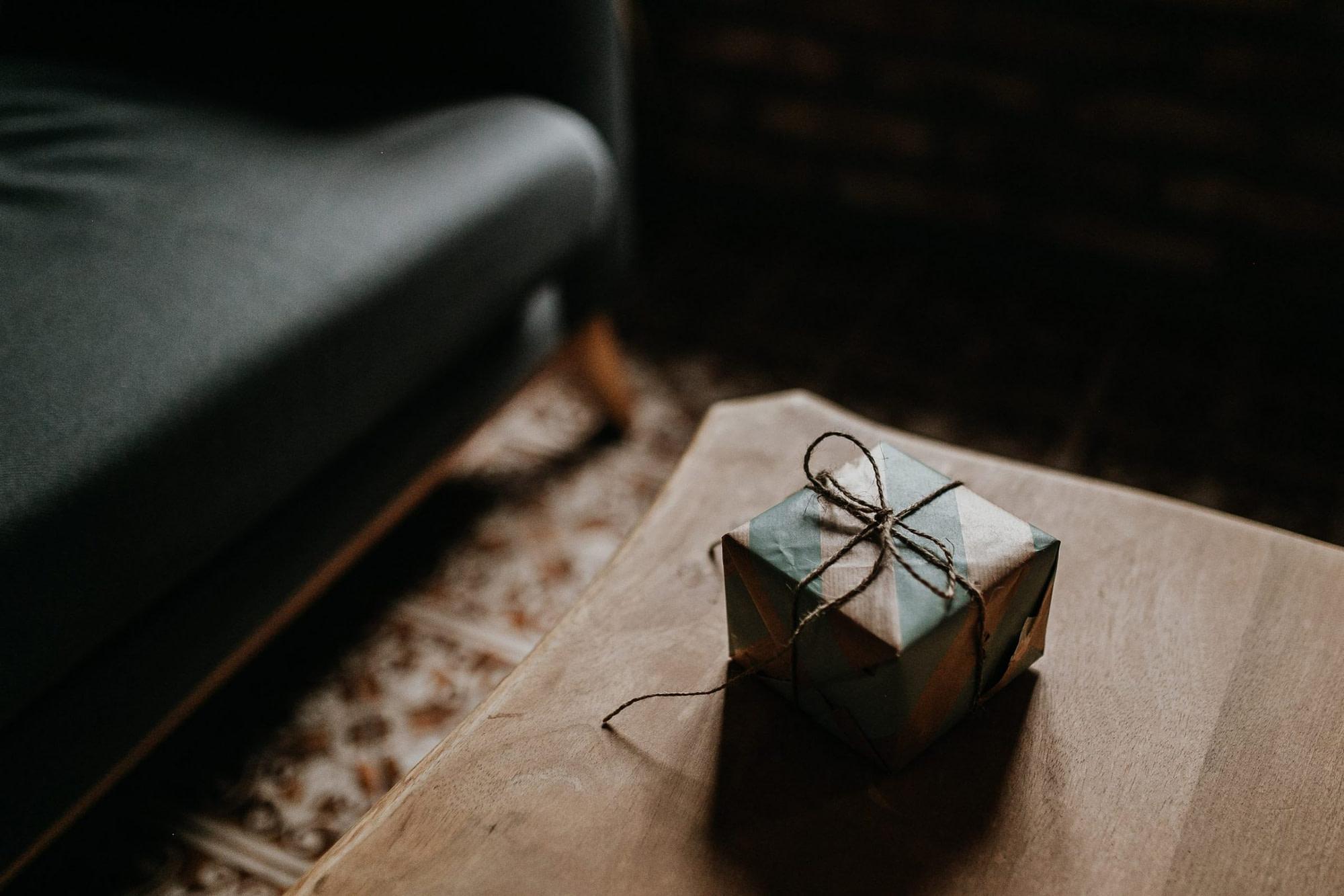 present, geschenk, geschenk auspacken