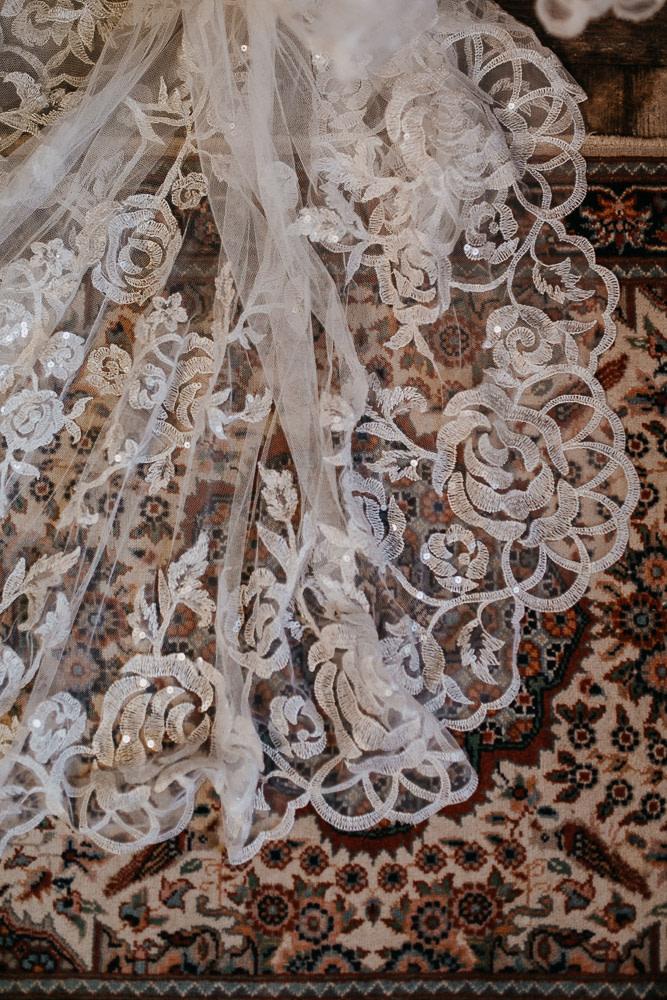 getting ready, gettin ready, hochzeitskleid, boho kleid, boho hochzeitskleid, vintage hochzeitskleid, wedding dress, bridal gown, wedding dress berlin, wedding berlin, kulturschloss roskow, boho bride, boho braut, lace, spitze